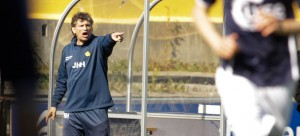 Bodø/Glimts trener Jan Halvor Halvorsen dirigerer heftig på sidelinja under eliteseriekampen mellom Bodø/Glimt og Viking på Aspmyra Stadion. Kampen endte 0-3. Foto: Mats Torbergsen / NTB scanpix