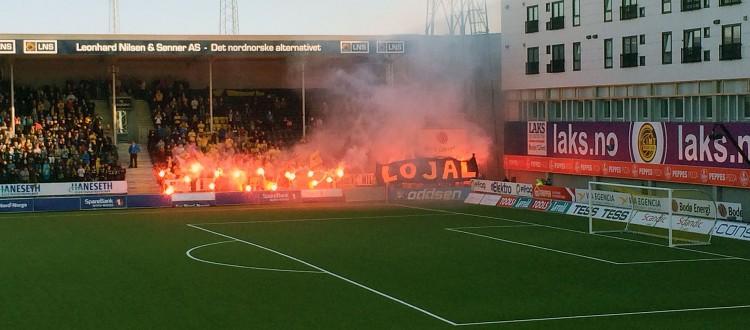 Søndagens tifo sett fra SNN-tribunen rett før Bodø/Glimt knuste serielederen: