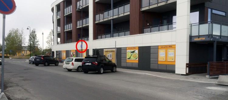Parkering forbud rett utenfor butikkdøra. Ja ja.