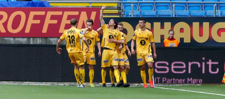 Bodø/Glimts Zarek Valentin (nr 3 f.v.) feirer 0-1 i eliteseriekampen mellom Molde og Bodø/Glimt på Aker Stadion. Foto: Svein Ove Ekornesvåg / NTB scanpix