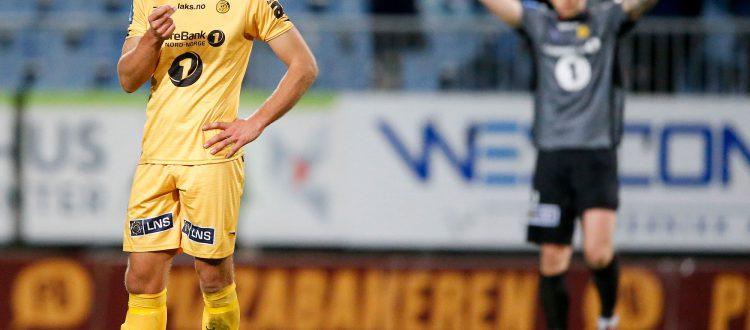 En tydelig skuffet Bodø/Glimts Martin Bjørnbak etter tapet for FK Haugesund Bodø/Glimts keeper Sergey Pogorelyi (i bakgrunnen). Foto: Jan Kåre Ness / NTB scanpix